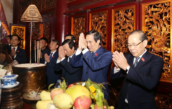 Đoàn đại biểu dự Đại hội đại biểu Đảng bộ tỉnh lần thứ XIX, nhiệm kỳ 2020 - 2025 dâng hương tưởng niệm các Vua Hùng